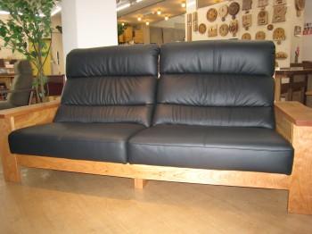 ブラックチェリー材・高級厚革使用
